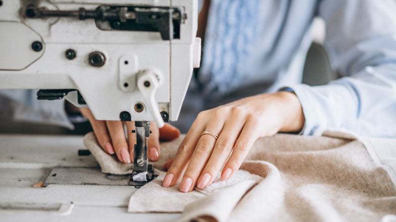 What Does The Reverse Button Do In A Sewing Machine